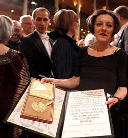 Herta Müller accepting prize